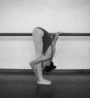 舞蹈基础动作教学 古典舞单手扶把前腰的训练
